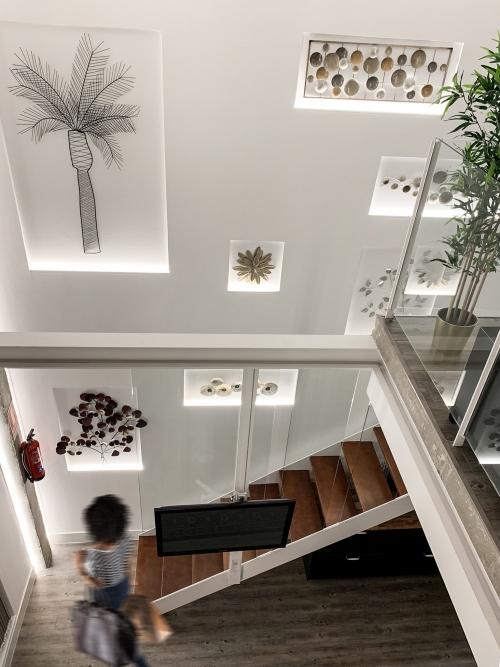 Cambio de uso, escalera vista desde el piso supuerior loft en Madrid - mrdos proyectos, arquitectura y construcción