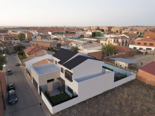 Fachada principal vivienda en Pantoja II
